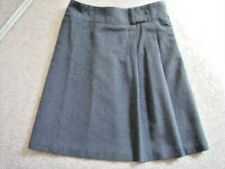 girls grey SKIRT-uniform,Back to school ,Age 7-8,good condition
