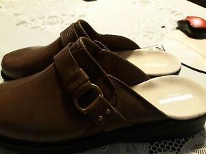 New  Women Clarks  Lorene Patty  Size 12 M Taupe Color Clogs.