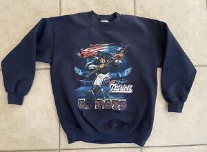 VTG - New England Patriots NFL Graphic Crewneck Sweatshirt w/ Mascot Youth Large