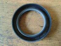 LAND ROVER SERIES 1 ONE AND P3 P4 P5 REAR HUB OIL SEAL PART NUMBER 236923