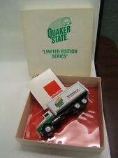 Winross Quaker State Oil straight truck MIB