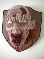 LIFESIZE ANIMATED ZOMBIE HEAD TROPHY PLAQUE WALL MOUNT HALLOWEEN PROP - BLOODY