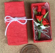 1:12 Scale Red Roses In A Red Gift Box Tumdee Dolls House Miniature Flower