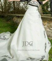 Klassisches Brautkleid A-Linie Weiß Schwarz Stickerei Schnürung Übergröße Empire