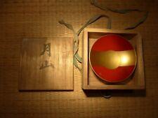 Japonais Rouge et Or Laqué Saki Bol Samurai Lun Crest Badge Calligraphie