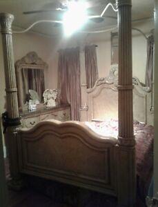 Collezione Europa Queen Canopy 4 Column Canopy Bed w/ Ornate Headboard/Footboard