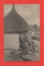 Dans un village   (J6334)