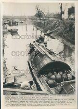 1971 Press Photo Boat Floats Down Canal Near Shanghai China