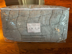 Pottery Barn Cloud Linen Cotton Handcrafted King quilt, chambray blue