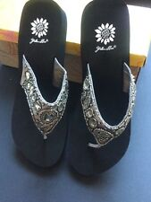 Brand NEW Yellow Box Janhavi Women's Flip Flops Sandals Sparkly Shoes - size 9