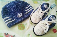 Scarpine e cappellino. Uncinetto, neonato 0-3 mesi, lana. Colore Jeans.