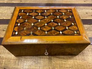 Zauberhaft Thuja Holz Schatulle mit Perlmutt Verzierung aus Marokko 30cm