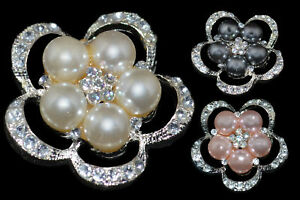 """CLEAR ACRYLIC CRYSTALS & FAUX PEARL SMALL 1.25"""" BROOCH"""