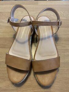 Ladies Tan Sandals Size 4 Dorothy Perkins