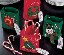 CHRISTMAS MINI GIFT BAGS or PARTY FAVORS BAGS FELT KIT ~ NEW