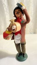 2014 Byers Choice Caroler Make Cheese Vendor - Signed - Made In Usa