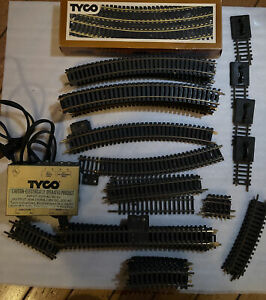 Massive Tyco Ho Scale Electric Train Tracks w/ Power Pack Vintage And Misc LOOK