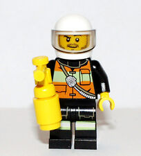 LEGO City Firefighter minifigure- helmet & yellow extinguisher  NEW  Loose 60000