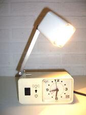 UHR MIT LAMPE im SPACEAGE DESIGN - WEIß - POP ART - 70er-JAHRE - 70s : WECKER