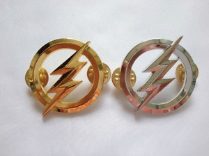 US The Flash Metal Badges Personality Badge Pin Gold and Silver-US1267