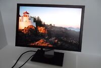 "Dell U2410f 24"" UltraSharp LCD Monitor VGA DVI DP HDMI 4-Port USB Hub C592M"