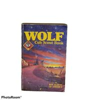 Vintage  BOY SCOUTS OF AMERICA Copyright 1986 Wolf Cub Scout Book, 1989 Printing