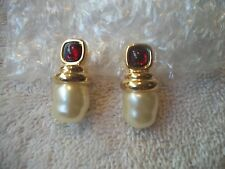 NOLAN MILLER Vtg EARRINGS Goldtone Sim Garnet Cab Crystal & Faux Pearl NEW