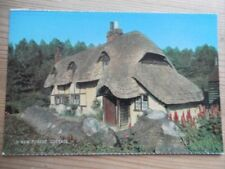 POSTCARD HAMPSHIRE A THATCHED COTTAGE IN THE NEW FOREST