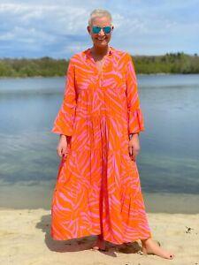 Emily Van Den Bergh - Maxi-Stufenkleid in coolem Zebra-Print / pink-orange