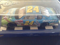 Jeff Gordon #24 2002 Dupont Looney Tunes Rematch 1/24 Winners Circle Diecast Car