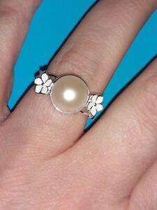 Size N. AA Freshwater Pearl Enamelled Flower Ring. 925 Sterling Silver