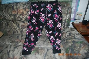 """Beautiful Pair of Women's """"Avenue"""" Floral Pajama Bottoms Size 26-28 *Good Con*"""