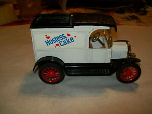 "Ertl #1661 ""Hostess Cupcakes #1"" 1913 Ford Model T Delivery Bank 1:25"