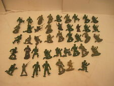 A HUGE Lot of 43 PLASTIC GREEN ARMY MILITARY MEN GUYS TOY FIGURES