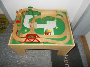BRIO Spieltisch *Tisch & Platte* mit Schienen und anderem Zubehör