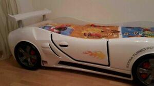 Autobett Jugendbett Kinderbett (gute Zustand kaum gebraucht)