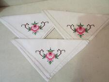 3 anciennes serviettes brodées a la main decor floral