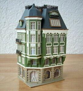 EXCELLENTLY DETAILED VOLLMER LARGE CORNER BANK BUILDING - N SCALE ***** LN