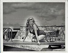 vintage photo busty sexy blond pinup girl swimming suit Habana Cuba foto 1952