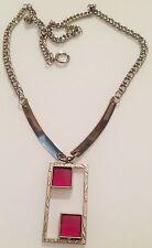 collier vintage art déco couleur argent pendant gravé avec vitrail rouge R