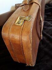 alter Reisekoffer Handgepäck Leder braun mit viel Patina Vorkriegszeit dekorativ