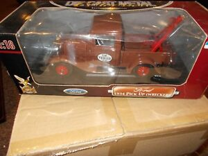 Road Signature Ford 1934 Pick Up (Wrecker) Vehicle Deluxe Edition 1:18 Die Cast