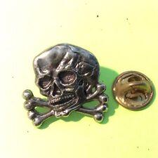 Pin's folies ❤️ Insigne Corner metal vieilli Commando Militaire Tête de mort