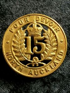 15 North Auckland Regiment Brass Cap Badge JR Gaunt London plate