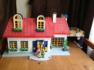 Playmobil 3965 Modern Suburban House with Figures,