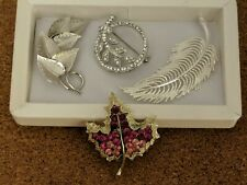 lot of 4 Vintage brooches -