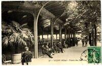 CPA Auvergne 03 Allier Vichy Palais des Sources animé