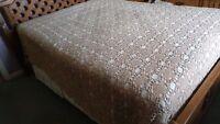 Antique Lace Bedspread Heavy Ivory Crochet Table / Bed Linen unknown age origin