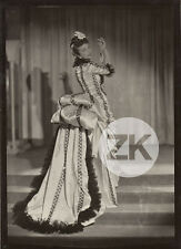 JACQUELINE DELUBAC Costume CASTILLO PAQUIN Mode Théatre La PARISIENNE Photo 1945