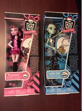 Monster High Classroom Frankie Dolls and Draculaura Dolls with keychains